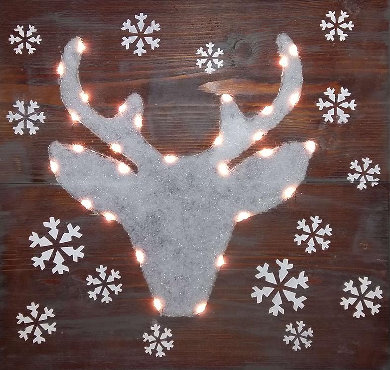 home kerst rendier met verlichting op steigerhout